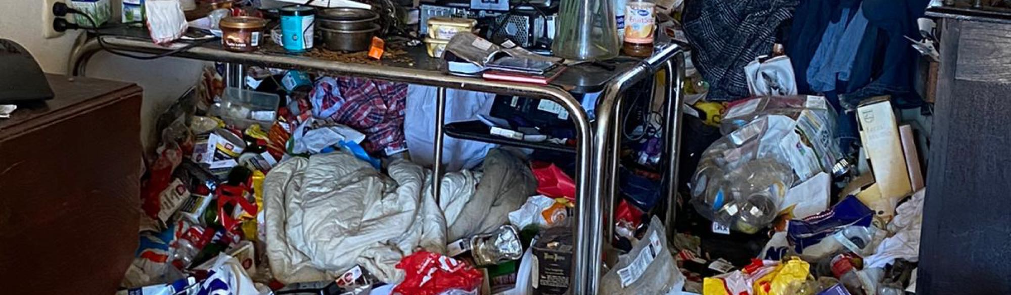 vervuilde woning ontruimen uitgelicht
